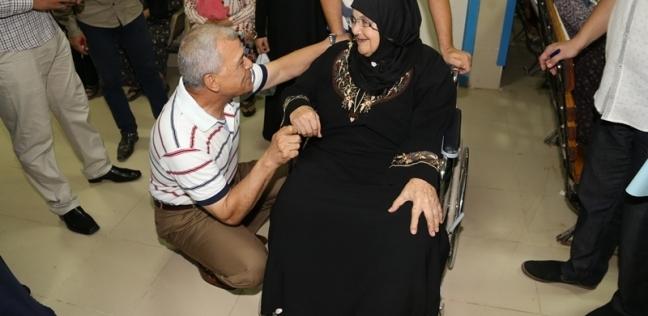 محافظ المنوفية يتفقد مستشفى الرمد ويوجه بإجراء عملية جراحية لطفلة