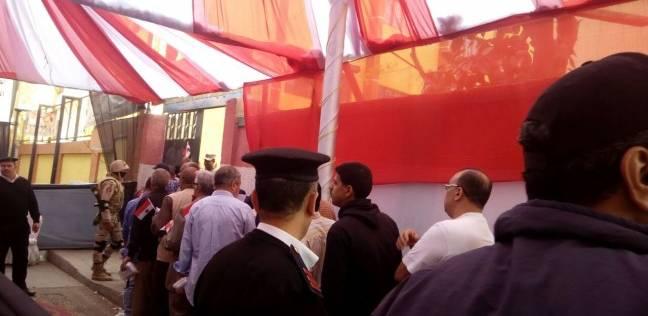 """احتشاد الناخبين أمام مدرسة """"مصطفی کامل"""" بالأزبکیة للإدلاء بأصواتهم"""