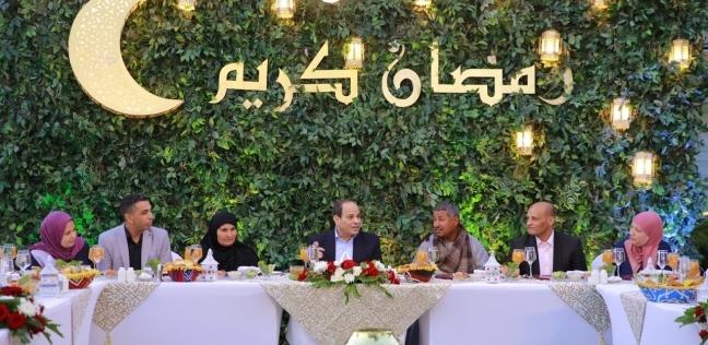 بالفيديو والصور| الرئيس يتناول الإفطار مع بعض المواطنين في مقر إقامته
