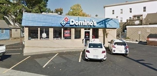 """لص يسطو على مطعم بيتزا مستخدما """"حقنة"""""""
