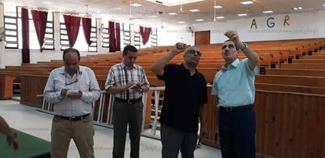نائب رئيس جامعة القناة يتفقد 3 كليات لمتابعة استعدادات الدراسة