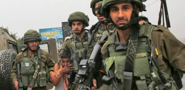 قوات الاحتلال تسلم شابا من جنين استدعاء
