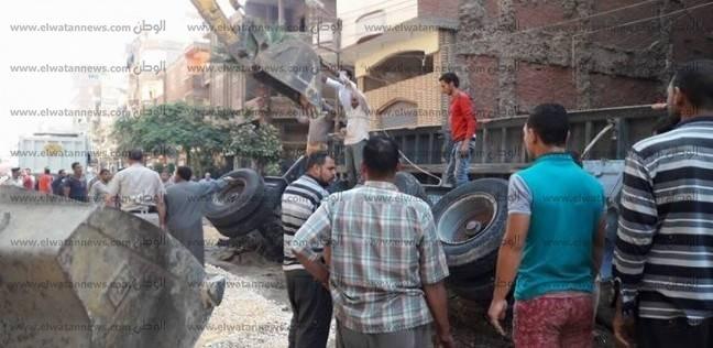 رفع المخلفات الناتجة عن أعمال مترو الأنفاق بشارع أحمد عرابي
