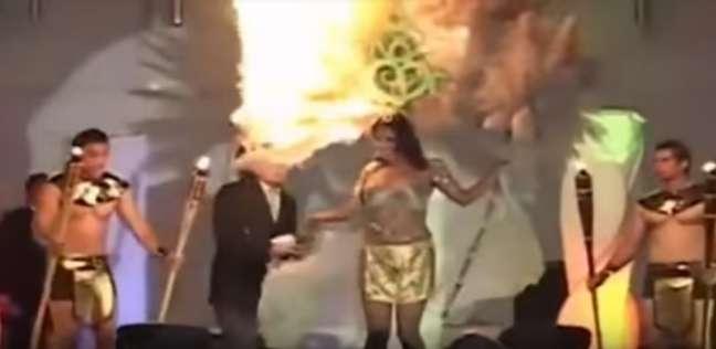لحظة اشتعال النار في رأس منافسة في مسابقة جمال بالسلفادور