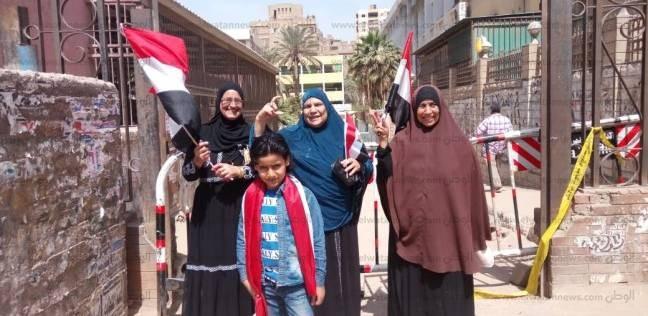 3 سيدات يتفقدن اللجان لتشجيع الناخبات بالهرم: نزلنا بالعند في الإخوان