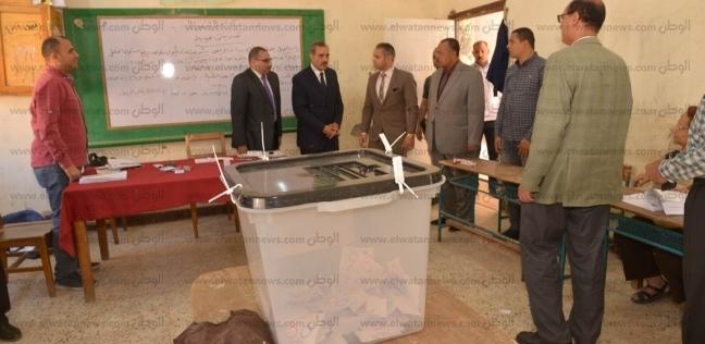 محافظ أسيوط يتفقد لجان مدرسة إسماعيل القباني لمتابعة الاستفتاء