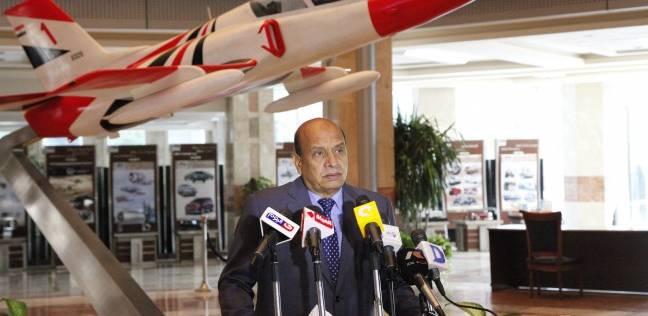 """وزير الاتصالات يصل إلى مقر العربية للتصنيع لبحث تصنيع """"تابلت التعليم"""""""
