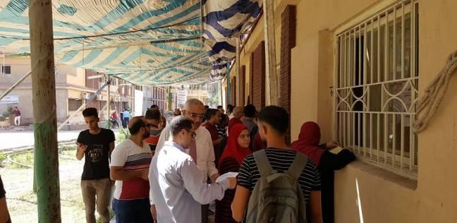 نائب رئيس جامعة المنصورة يتابع العمل بمكتب التحويلات المركزي