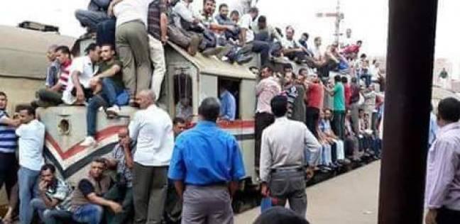 """رئيس """"السكك الحديد"""" عن تكدس الركاب على عربات قطار: """"فوتوشوب"""""""