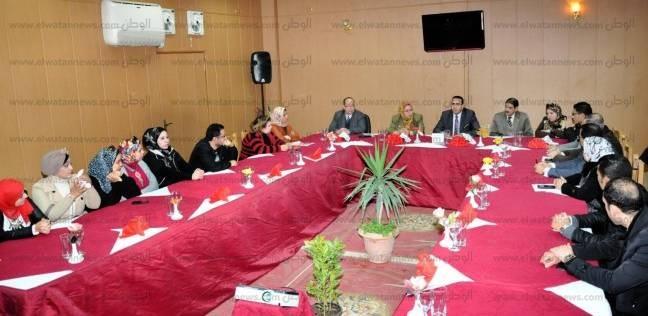 """رئيس جامعة المنصورة يناقش خطة تطوير """"السياحة والفنادق"""" مع أعضاء هيئة التدريس"""