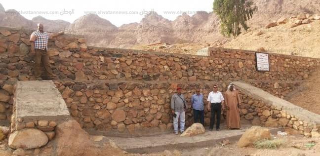 """المياه الجوفية: 5 سدود لحماية قرية """"الشيخ الشاذلي"""" من السيول"""