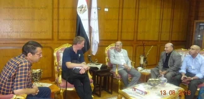 """رئيس جامعة كفر الشيخ يبحث الاهتمام بالثروة السمكية مع وفد """"إستيرلينج"""""""