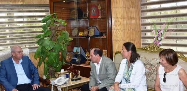 محافظ أسوان يلتقي أعضاء غرفة الشركات السياحية البلجيكية