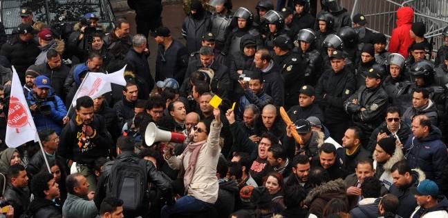 """تونس تحيي الذكرى السابعة لـ""""ثورة الياسمين"""" وسط احتجاجات شعبية عنيفة"""