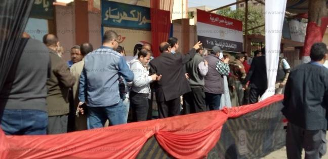 محافظ البحر الأحمر: انتظام العملية الانتخابية ولا تأخير في فتح اللجان