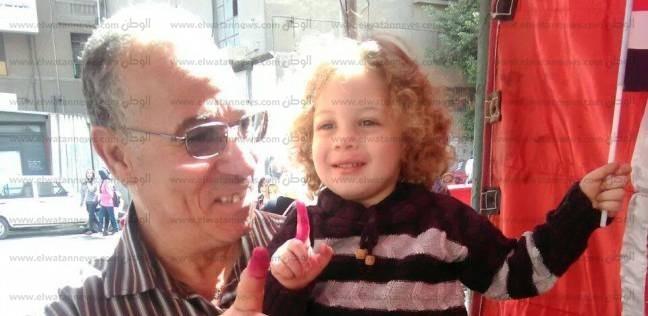 """سابق سنه.. """"معاذ"""" رافق جده في رحلة انتخابية بالسيدة زينب: فرحة أول صوت"""