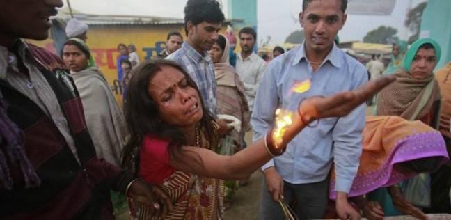 بالفيديو| أغرب الطقوس لطرد «الأرواح الشريرة» من النساء بالهند