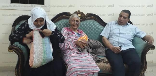 وزيرة التضامن تأمر بعلاج «مسنة» تنام بالشوارع وإيداعها بدار للمسنين