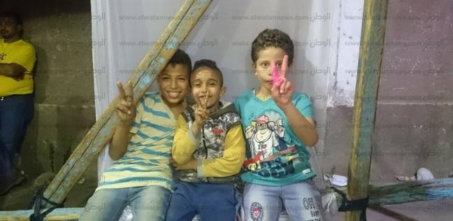بالصور| أطفال يرقصون أمام لجان بولاق أبو العلا فرحا بالانتخابات