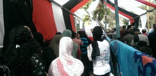 """توافد المواطنين على لجان """"الاستفتاء"""" في البساتين"""