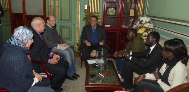 بالصور| نائب رئيس جامعة عين شمس يلتقي وفد رابطة طلاب جنوب السودان