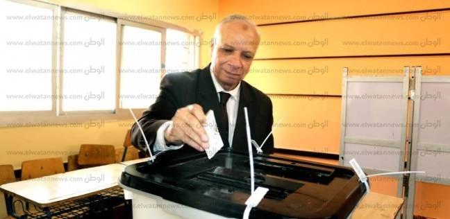محافظ القاهرة يدلي بصوته.. ويؤكد: المشاركة واجب وطني