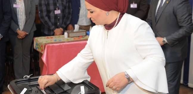 بالصور| قرينة الرئيس تدلي بصوتها في الانتخابات الرئاسية