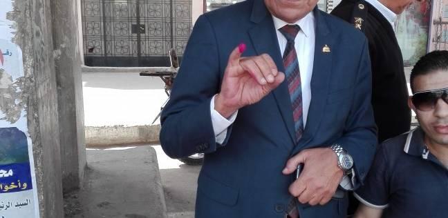 النائب صبحي الدالي يدلي بصوته في الانتخابات بالبدرشين