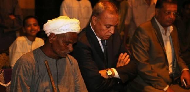 محافظ قنا يقدم واجب العزاء لأسرة شهيد القوات المسلحة في نجع حمادي