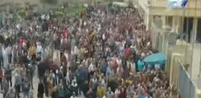 أحمد موسى يعرض فيديو لاحتشاد أعداد كبيرة للمواطنين في المحلة