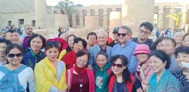 وزير الآثار يزيح الستار عن تمثالين لرمسيس الثاني في معبد الأقصر