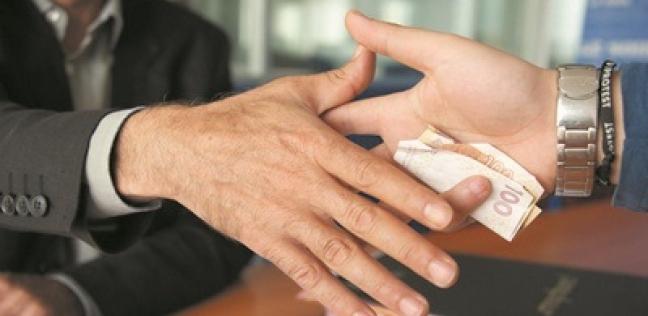 الرقابة الإدارية بالسويس تضبط 3 مسؤولين بالمستشفى العام لتلقيهم رشوة