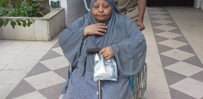 """""""عجوز المنيب"""" عزيمتها حديد: رقصت بكرسيها المتحرك ابتهاجا بتعديل الدستور"""