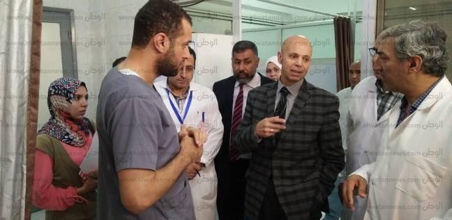 """وكيل """"صحة الشرقية"""" يتفقد المصابين باشتباه تسمم في مستشفى ديرب نجم"""