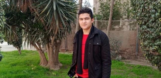 محمد صلاح الدين الطالب ومصمم ومنفذ التحف