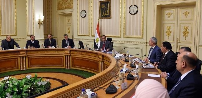 مجلس الوزراء يقف دقيقة حدادا على أرواح ضحايا حادث محطة مصر