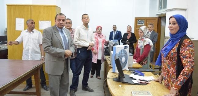 مصر   رئيس جامعة بني سويف يتفقد امتحانات كلية الإعلام