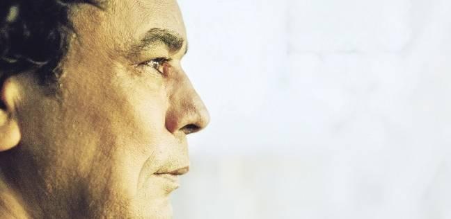 محمد منير يغادر القاهرة إلى ميونخ لإجراء فحوصات طبية