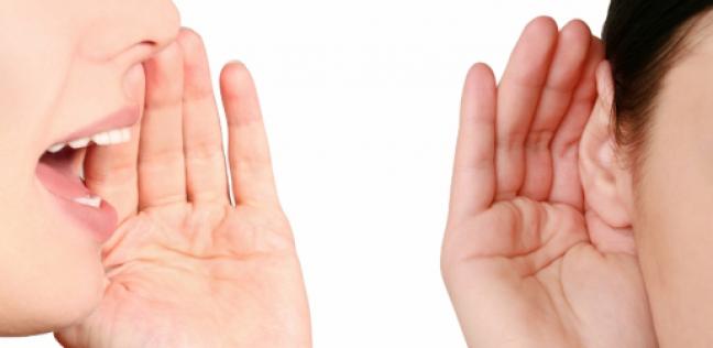 دراسة توضح لماذا لا يمكن الاستماع إلى شخصين يتكلمان في الوقت نفسه؟