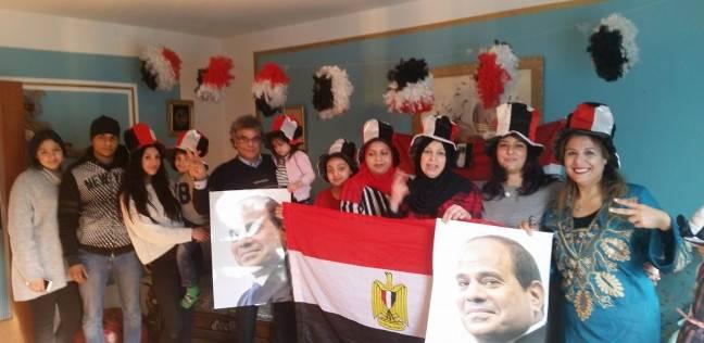 """""""تحيا مصر"""" على البسبوسة.. الجالية المصرية في ألمانيا تحتفل بفوز السيسي"""