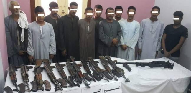 """""""الأمن العام"""" يضبط 38 قطعة سلاح ناري و55 من الخطرين في قنا"""