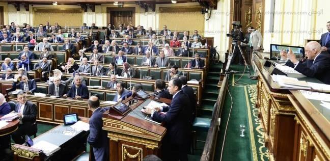 """النواب يحتفلون بفوز السيسي بـ""""النشيد الوطني"""" و""""الأعلام"""""""