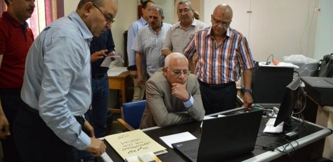 بالصور| محافظ بورسعيد يتفقد غرفة عمليات الثانوية العامة