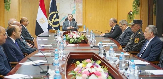 بالصور  وزير الداخلية يشرف على إجراءات تأمين ملتقى الشباب في أسوان