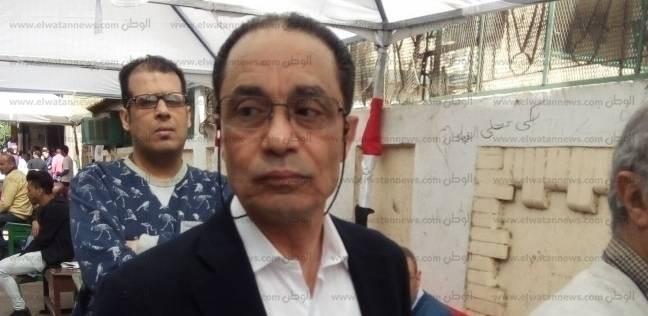 بالصور  أستاذ بكلية الإعلام يدلي بصوته في الزمالك: الشعب قرر يختار مصر