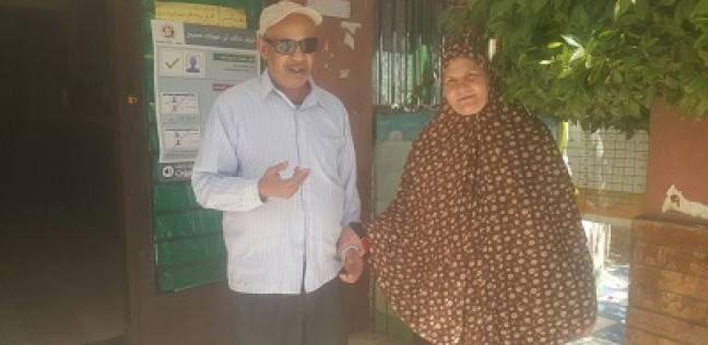 زوجان كفيفان يصوتان فى الدقى: «السيسى أملنا»