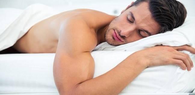 ماذا يحدث للجسم عند النوم أقل من 7 ساعات؟