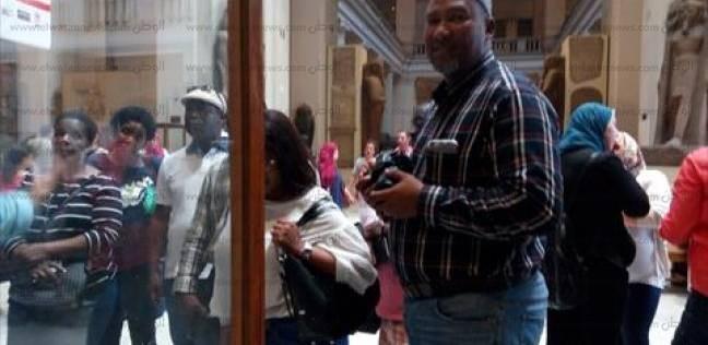"""صور تذكارية للوفد الإفريقي بالمتحف المصري.. و""""السيلفي"""" لحفيد """"مانديلا"""""""