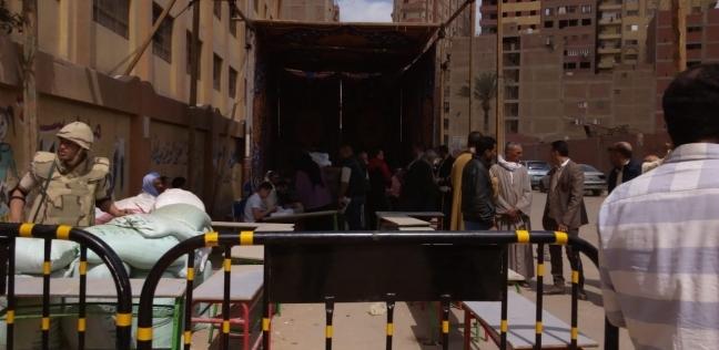 المواطنون يتوافدون على لجان الاستفتاء في فيصل.. والسيدات يتصدرن المشهد