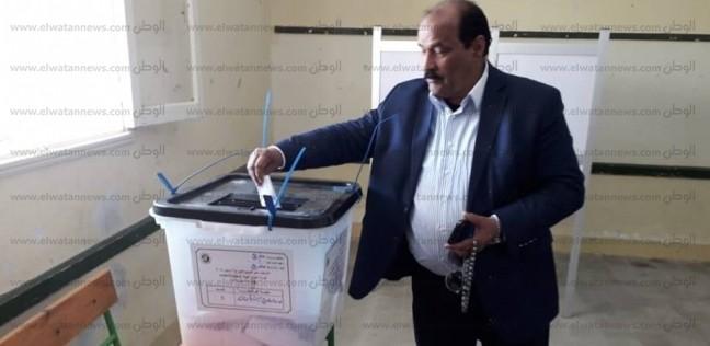 """أمين """"مستقبل وطن"""" بمطروح يدلي بصوته في الاستفتاء: نعم من أجل مصر"""